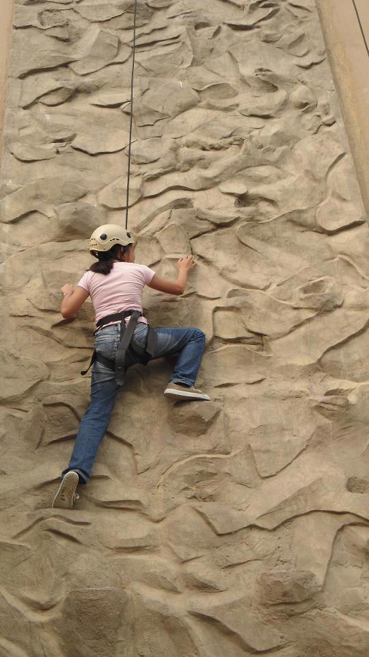 adventure-cafe-wall-climb